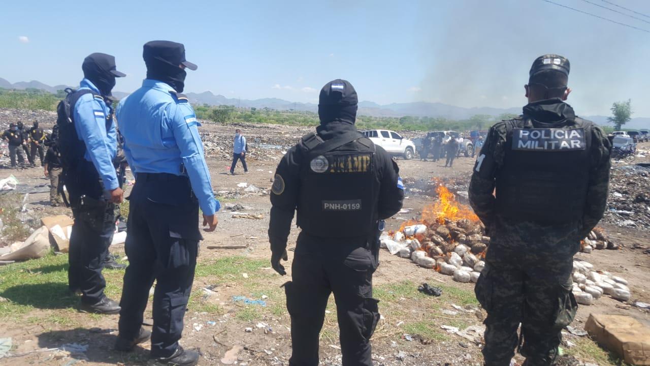 Incineran 1,400 libras de marihuana decomisadas por la FNAMP a redes de narcotráfico en Choluteca