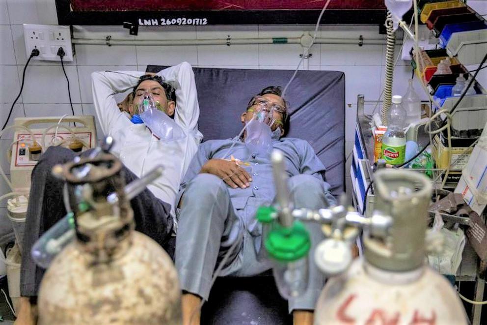 India registra en las últimas horas 350,000 contagios y 2,000 muertes por Coronavirus