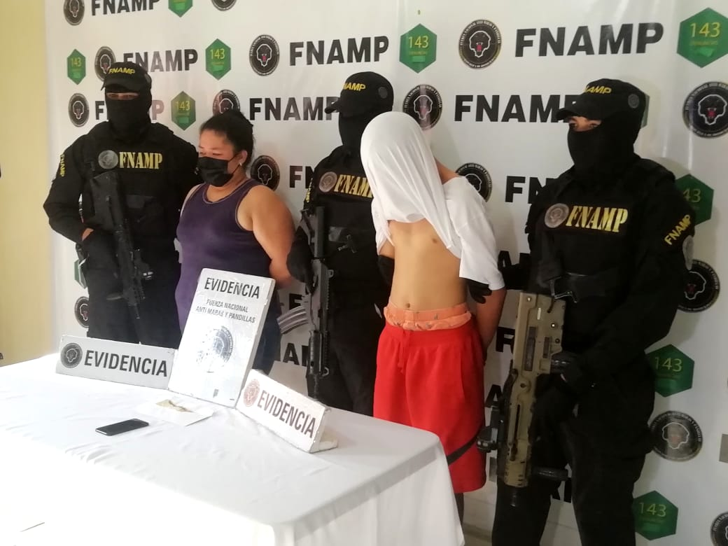 La FNAMP captura a madre e hijo supuestos integrantes de la MS 13, en un operativo en la capital