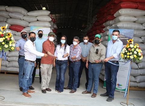 Inauguran moderna planta procesadora de café en Copán