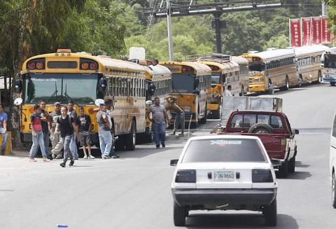 Transporte interurbano amenaza con paro a nivel nacional, tras no lograr acuerdo con el Gobierno