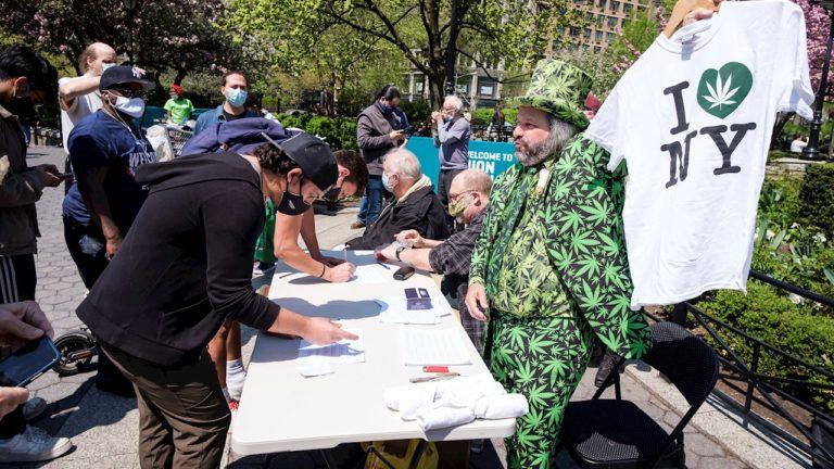 Regalan marihuana a personas vacunadas contra el covid-19 en Nueva York