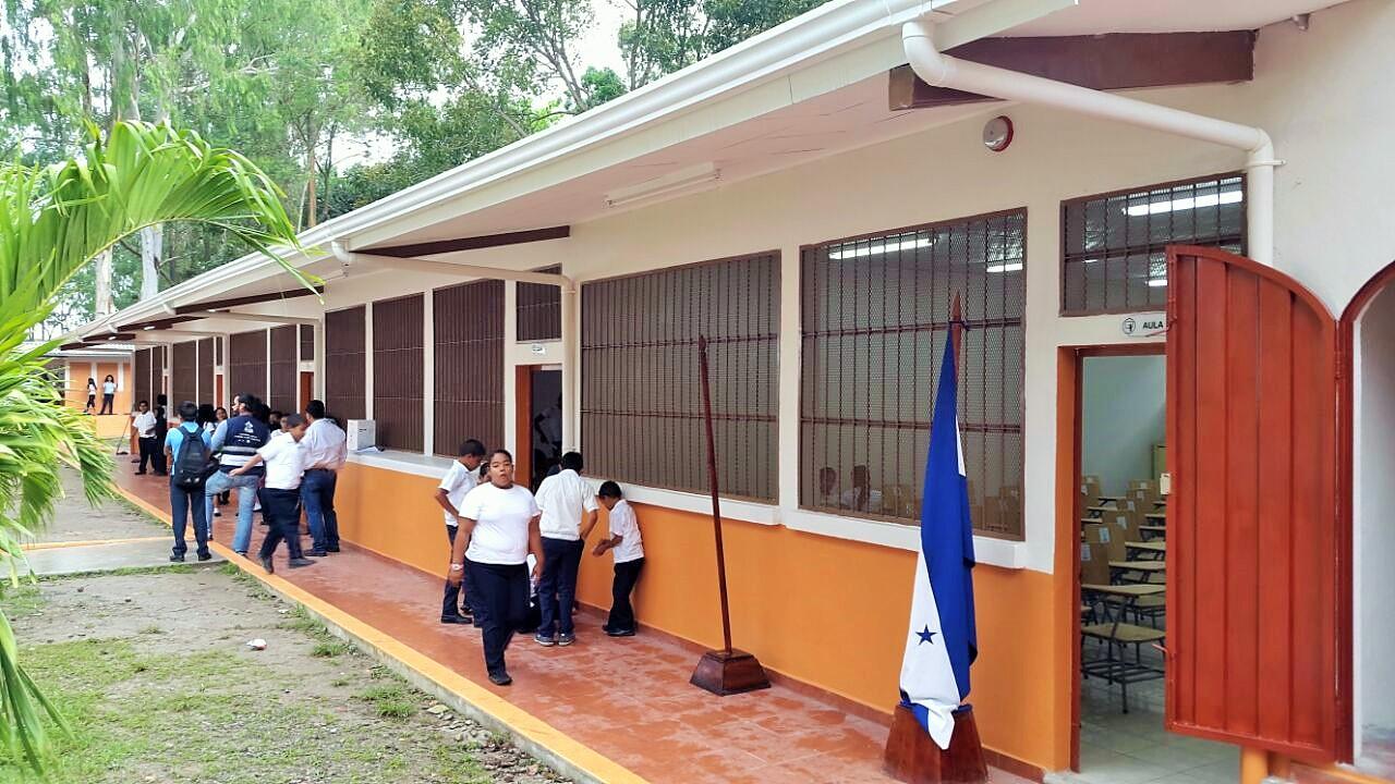 Unos mil centros escolares tendrán Internet satelitalanuncia el ministro de Educación
