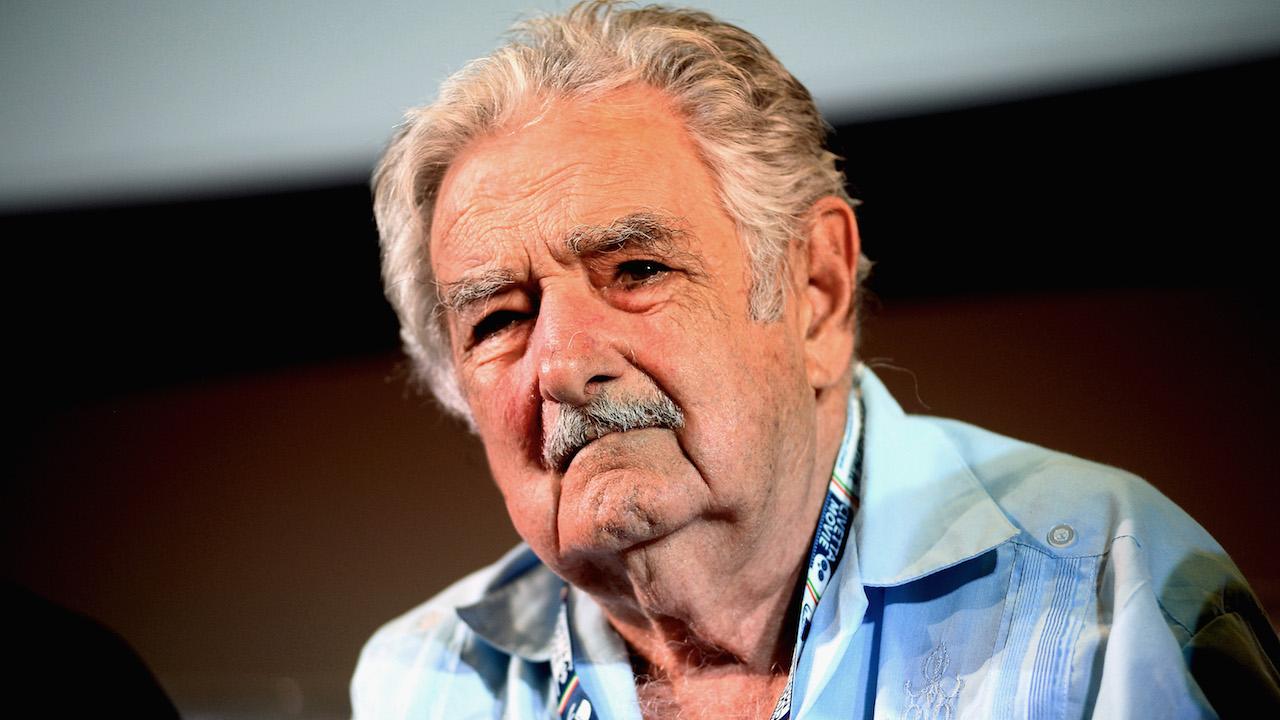 Expresidente de Uruguay José Mujica es operado de urgencia por una espina en el esófago