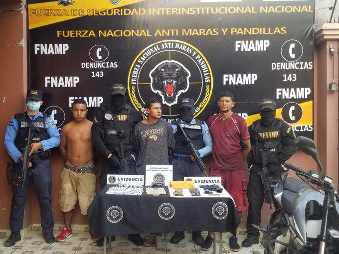 """Capturan a supuestos miembros de banda """"Los Pelones""""  con cuatro motos robadas  en Choluteca"""