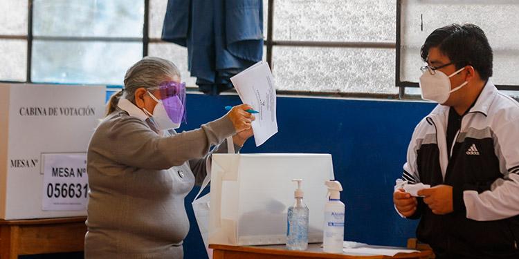 Izquierda y derecha se preparan para segunda vuelta electoral de Perú