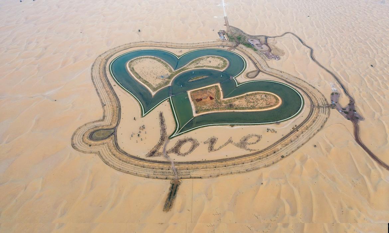 «Love Lake», un lago en forma de corazones enlazados en Dubái