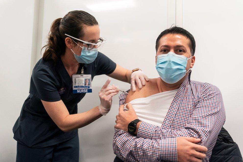 UE transfiere a Covax más de $2,600 millones para vacunasde 92 países en el mundo