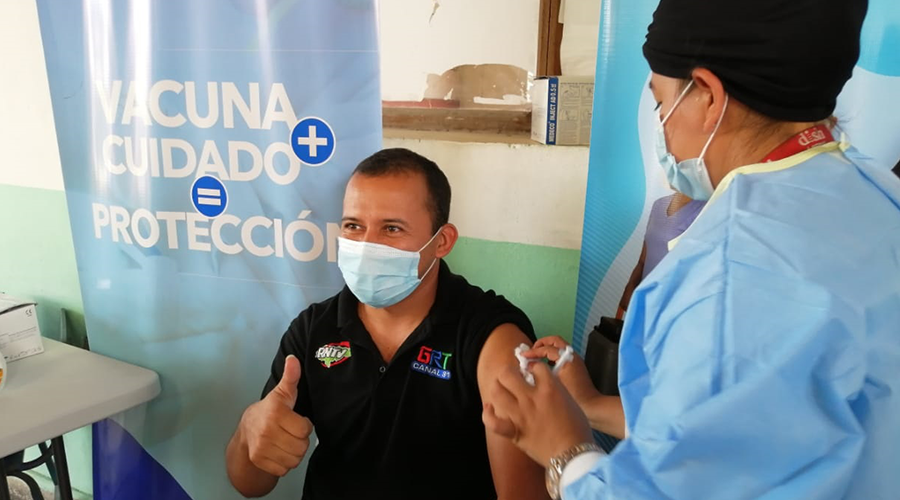 Unos 70 periodistas de Lempira son vacunados con AstraZeneca