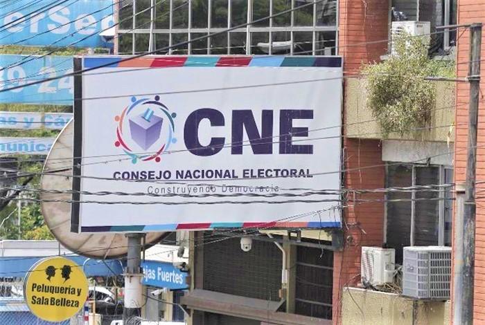 Presentan ante el CNE solicitud para inhabilitar a Yani Rosenthal en elecciones generales