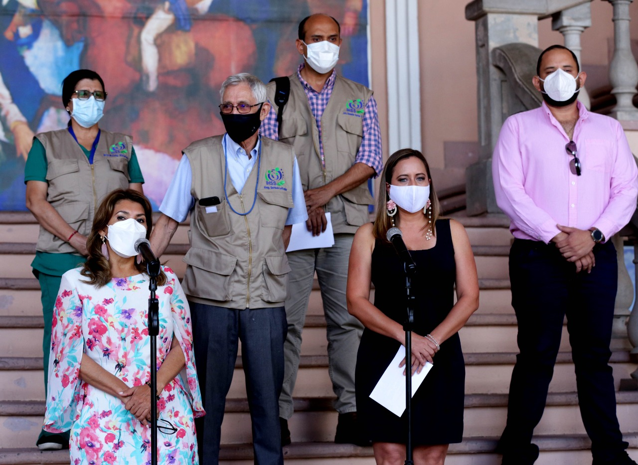 Salud e IHSS iniciarán mañana en Islas de la Bahía la vacunación del personal turístico del país