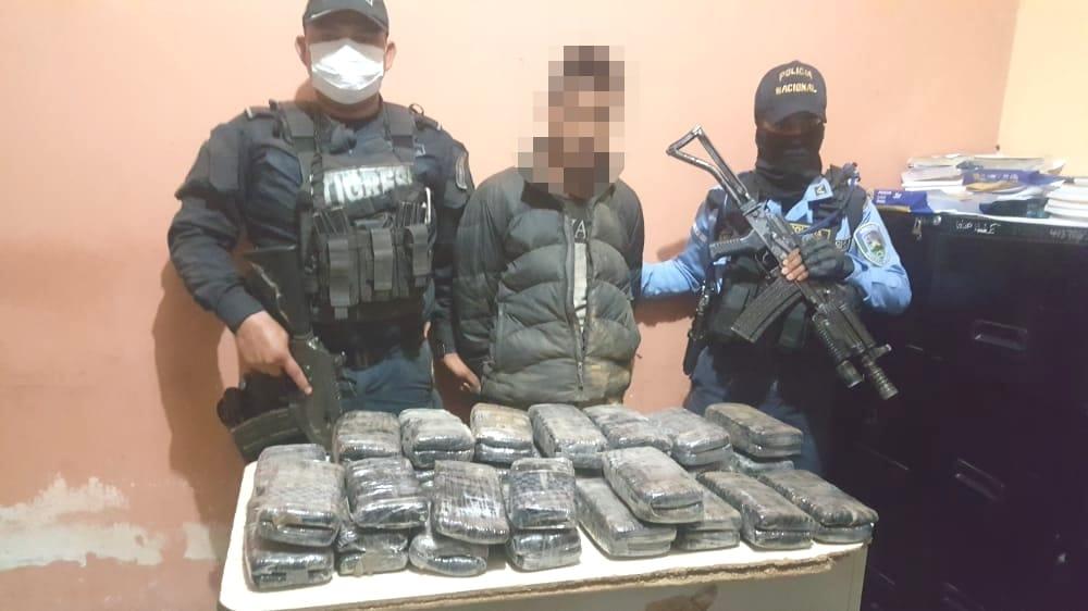 Detienen en Santa Bárbara a un ciudadano con supuesta marihuana al interior de dos sacos