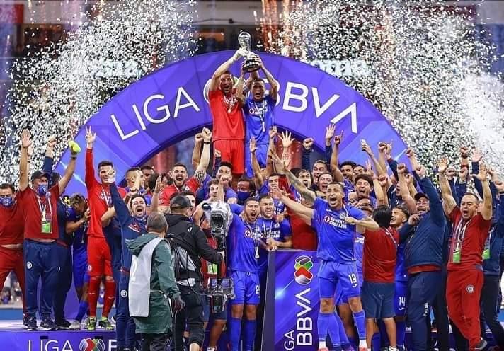 Cruz Azul vence la «maldición» y se corona como campeón del fútbol mexicano