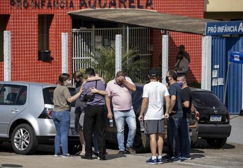 Hombre mata varios niños y maestra en guardería en Brasil