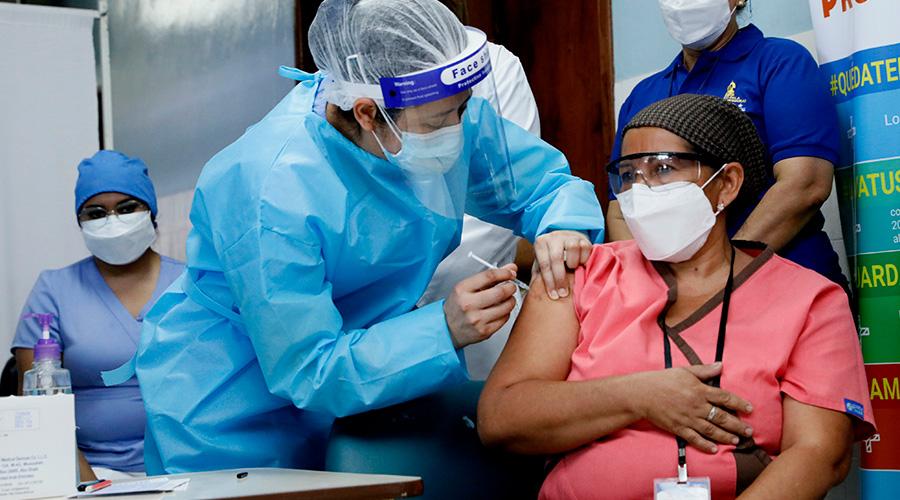 Unos 117 auxiliares de enfermería se negaron a recibir la vacuna contra la Covid-19