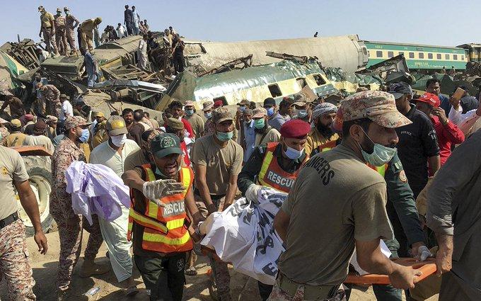 Accidente de tren en Pakistán deja cerca de 40 muertos
