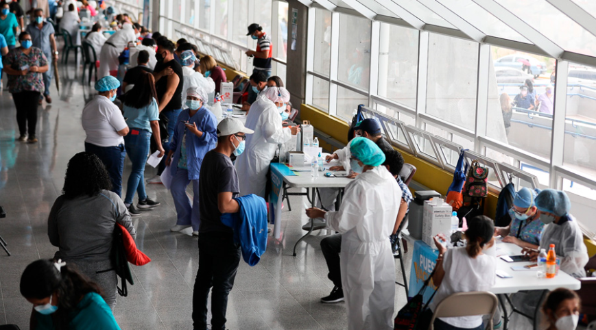 Secretaría de Salud: Hoy terminaría vacunación de 1,550 estudiantes universitarios