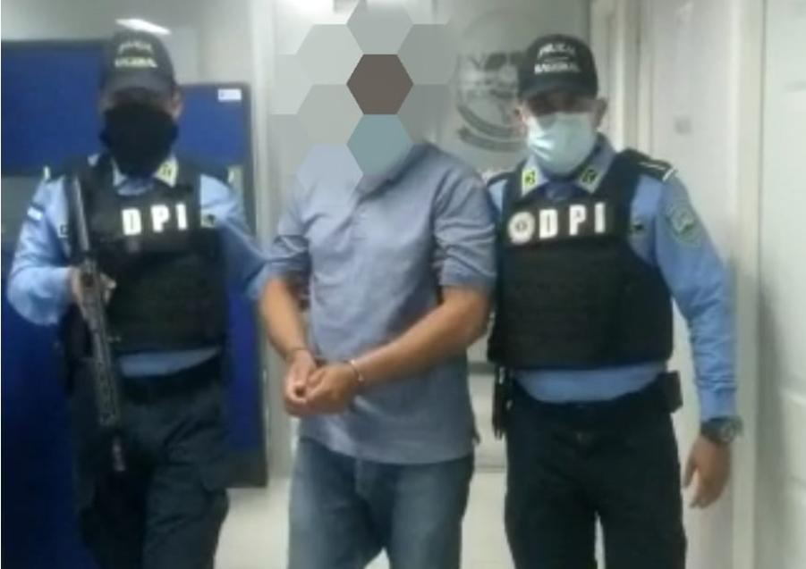 Arrestan a un hombre en la capital por violación y maltrato de sus dos hijas de 17 y 18 años